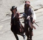 Penelope_Cruz_and_Johnny_Depp_Pirates_4