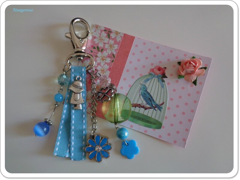 porte clé bleu fleurs (2)