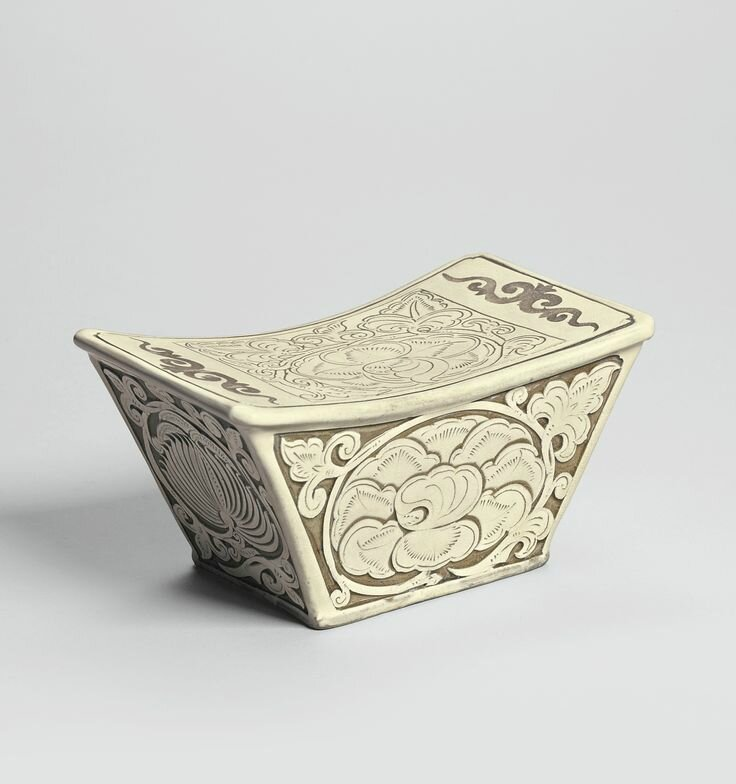 A finely carved 'Dengfeng' pillow, Northern Song dynasty