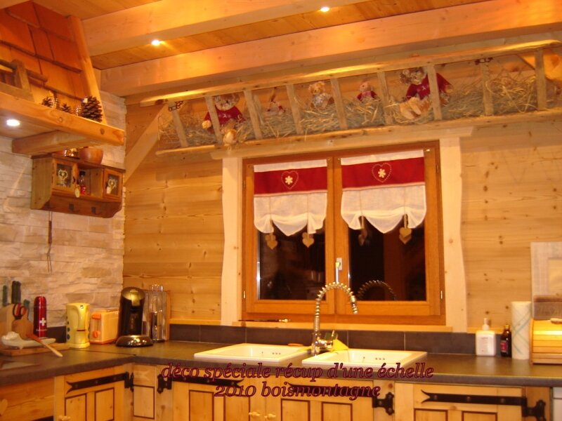 Int rieur chalet 017 photo de chalet poteaux poutres for Decoration interieur chalet