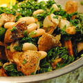 Salade repas de patates, haricots blancs et kale