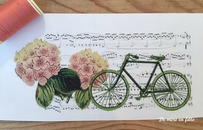 vélo et hortensias roses