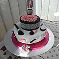 Gâteau d'anniversaire 15 ans en pâte à sucre