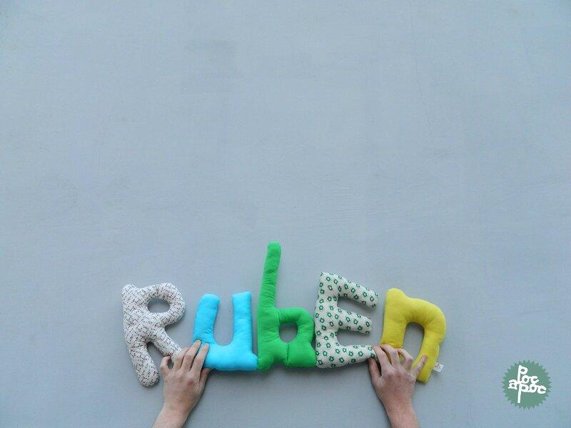 ruben,mot en tissu,mot decoratif,cadeau de naissance,decoration chambre d'enfant,cadeau personnalise,cadeau original,poc a poc1 blog