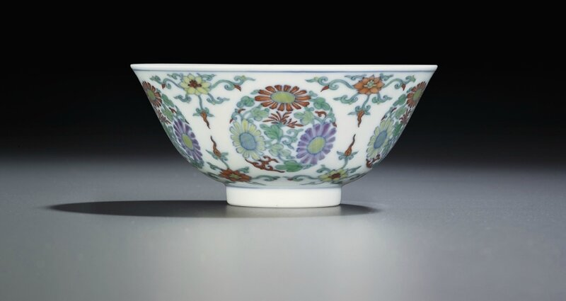 Adoucai'chrysanthemum medallion' bowl, Yongzheng six-character mark within double circles and of the period (1723-1735)