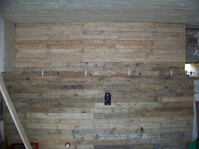 Mezzanine pose des planches de palette r habilitation - Cloison en palette ...
