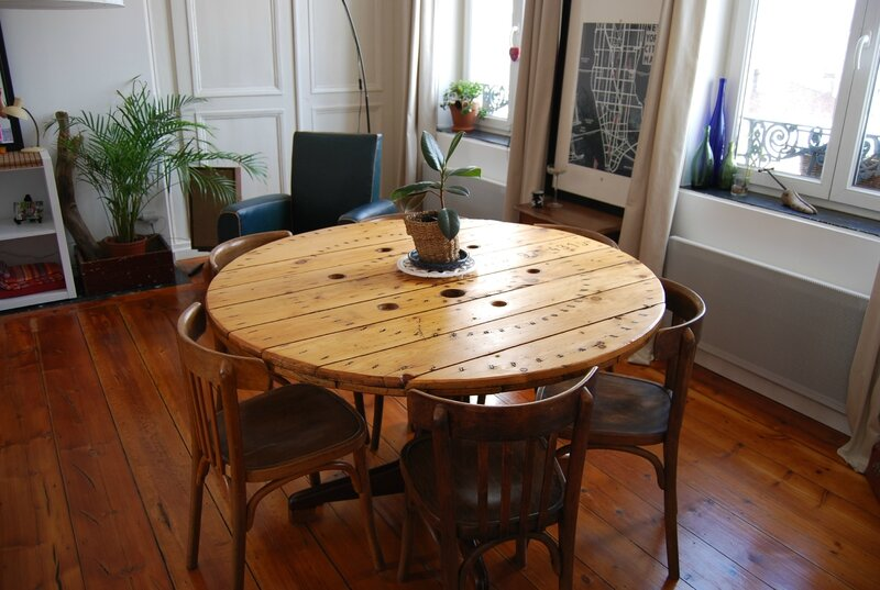 TABLE TOURET (2)