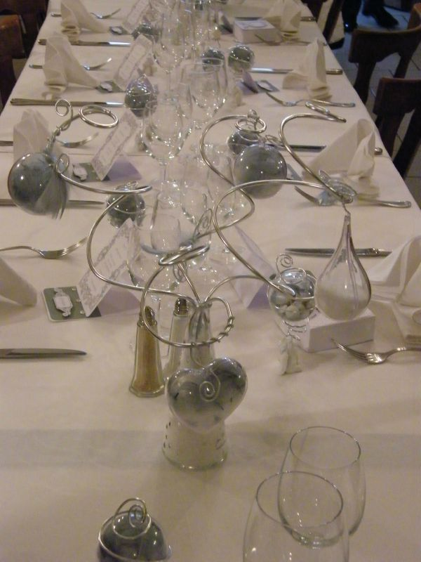 Table mariage th me ange blanc et gris photo de d co for Deco table blanc et gris