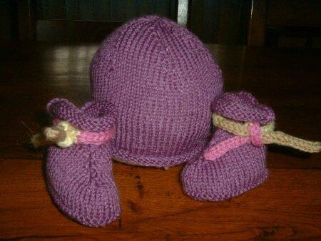 Chaussons et bonnet Elina 009