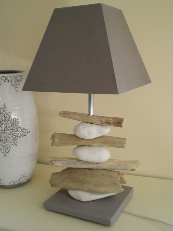 Lampe bois flott et galets photo de lampes la belle for Lampe en bois flotte creation
