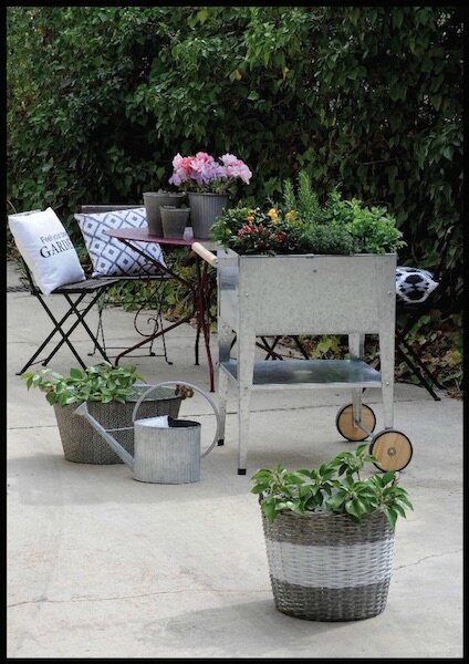 Bac potager urbain roulettes herstera garden botanic for Table exterieure a roulettes