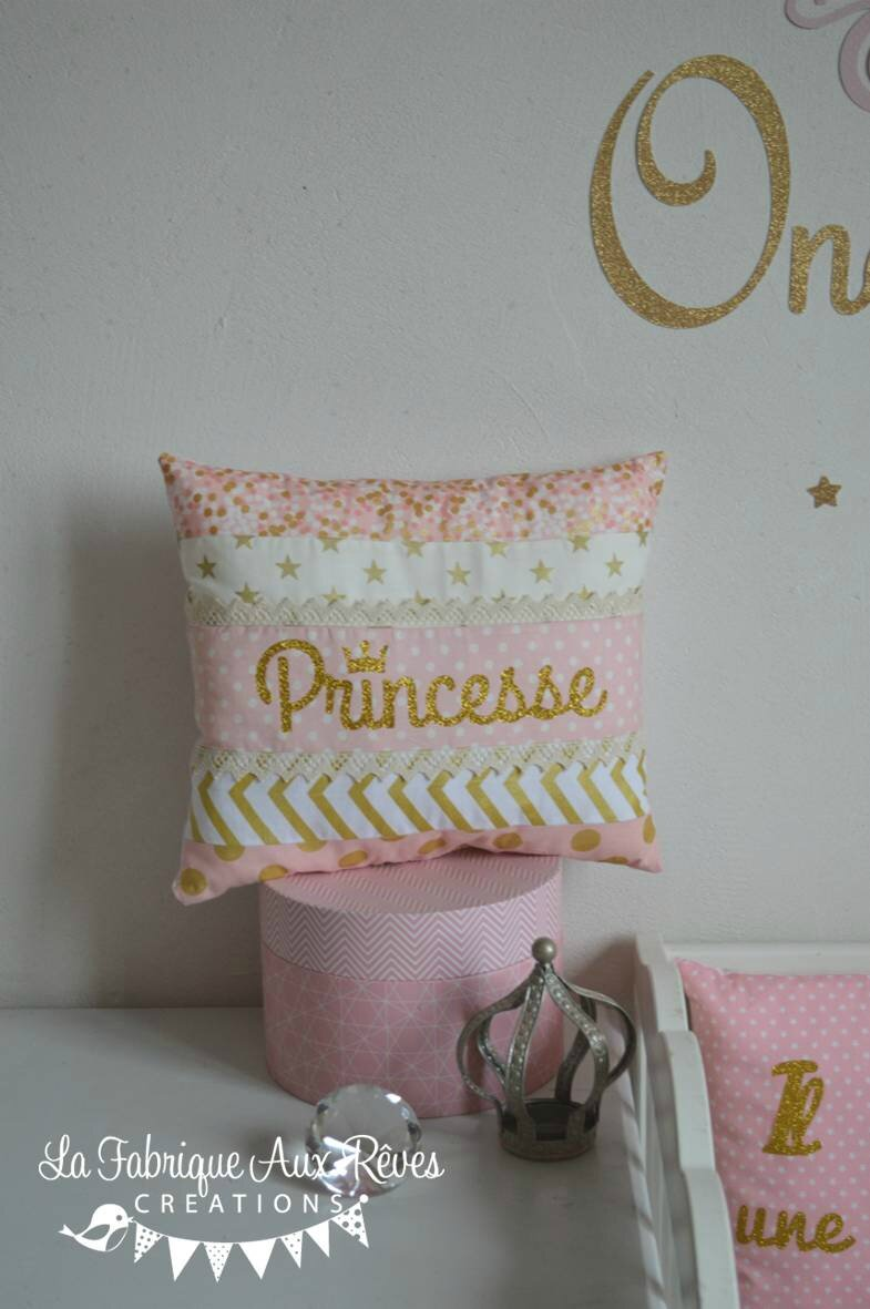 coussin décoratif fille princesse conte de fée doré rose - fairy tale once upon a time nursery gold linght pink