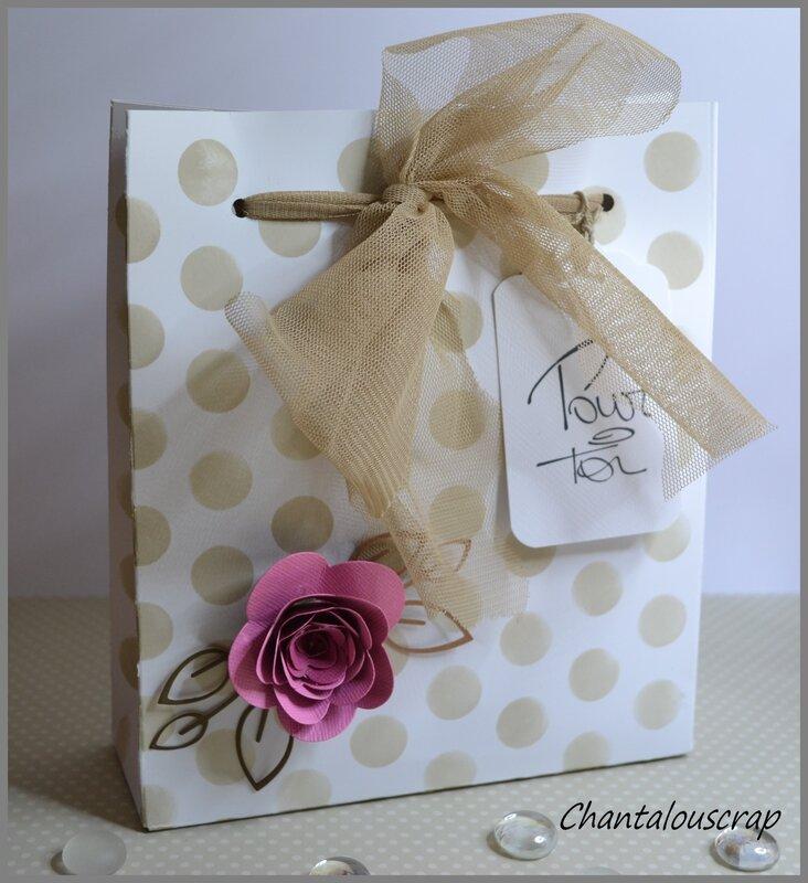 un petit sac cadeau pour une amie chantalouscrap. Black Bedroom Furniture Sets. Home Design Ideas