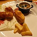 Nuggets de poisson noix de coco, salade de mangue et sauce aux câpres citronnée