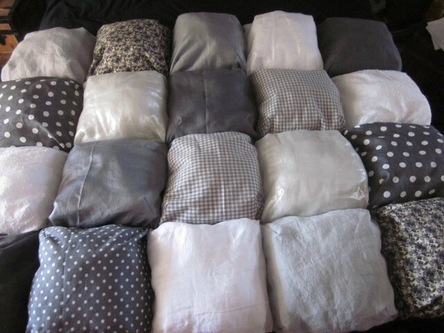 Edredon 20 coussins gris et blanc n°2 (1)