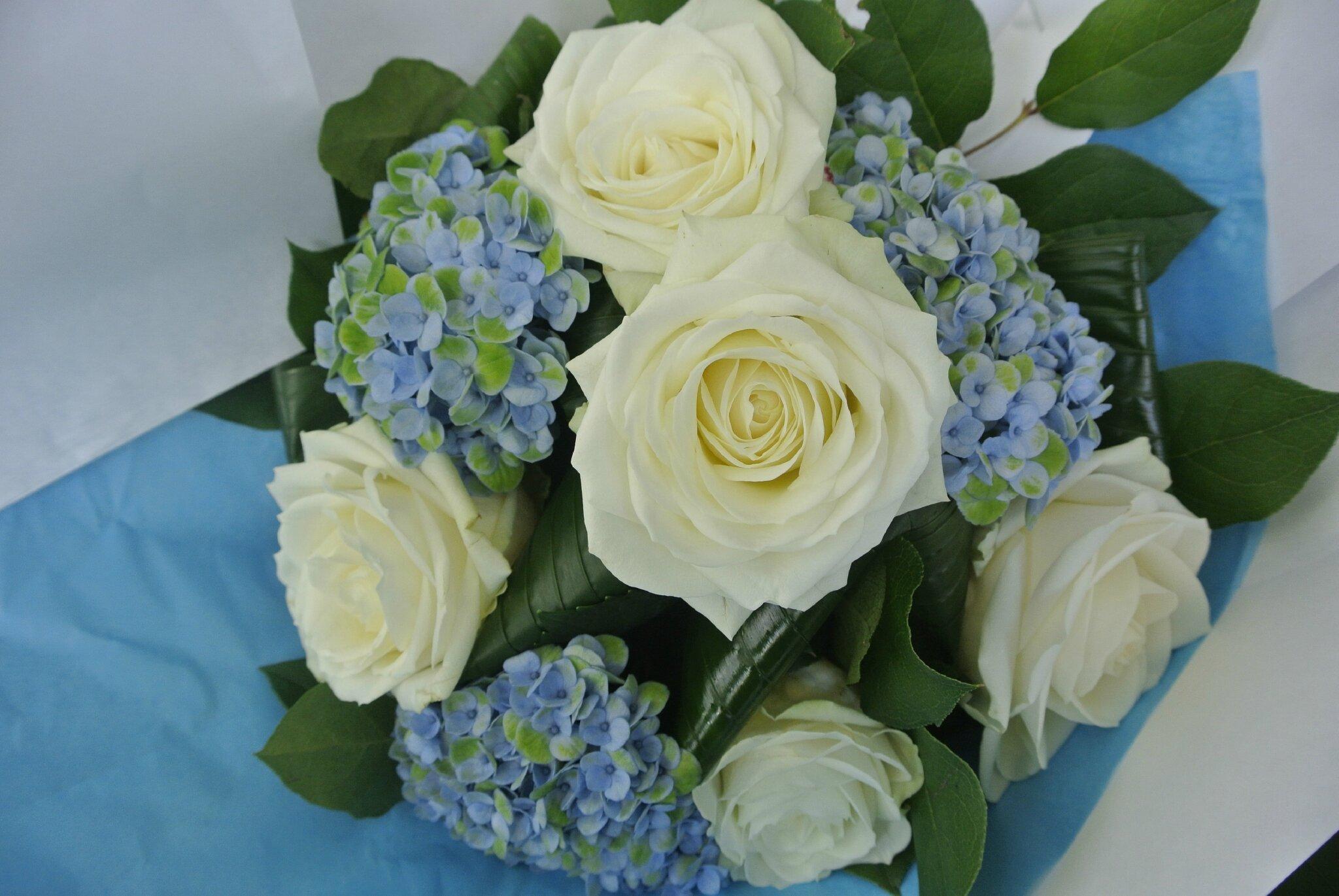 Bouquet rond hortensia et roses photo de bouquet rond for Bouquet de fleurs rond