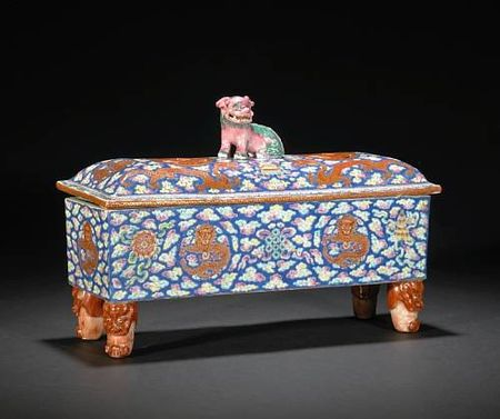 A_large_porcelain_footed_box_and_cover