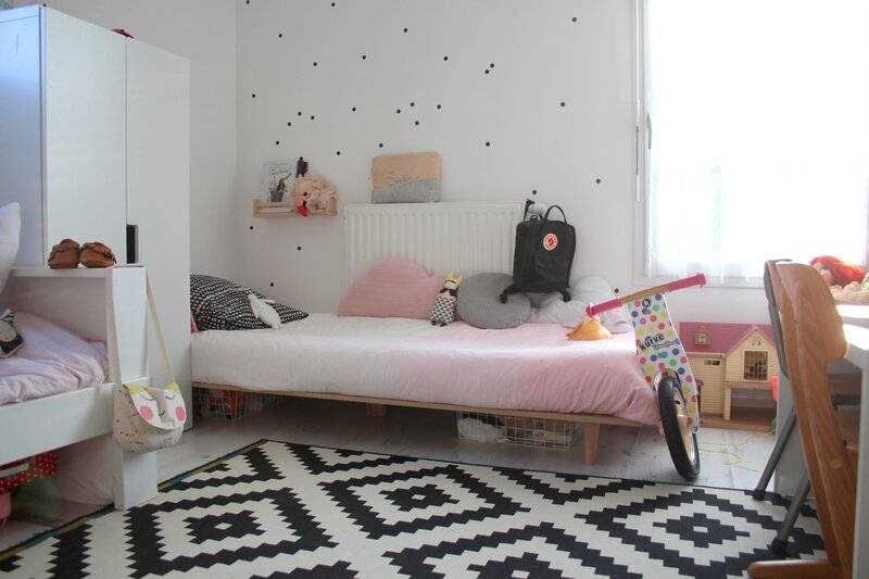 un lit pour sixtine diy emilie sans chichi. Black Bedroom Furniture Sets. Home Design Ideas