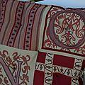 tissu aux lettres médiévales