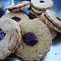 Biscuits fourrés à la confiture