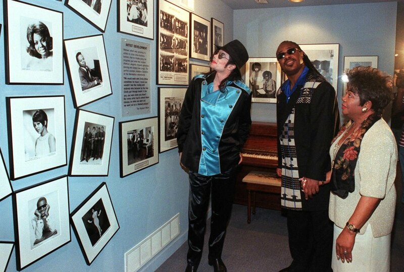 1997_michael_jackson_stevie_wonder_motown_museum