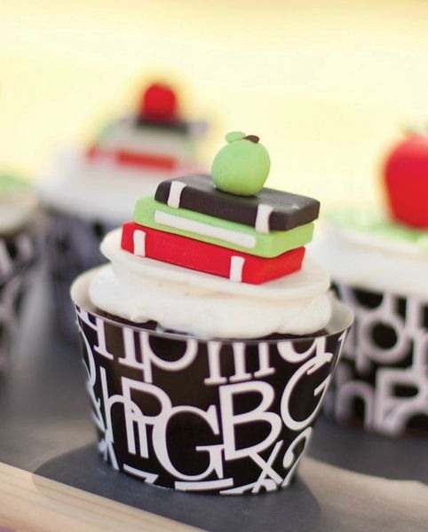 book-worm-cupcakes