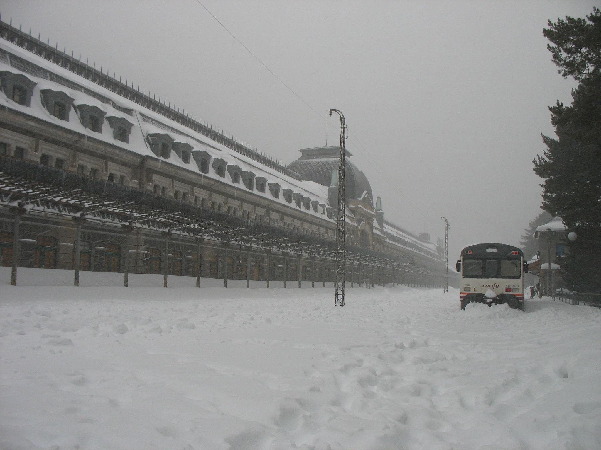 Canfranc, train bloqué (Espagne)