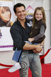 Hannah_Montana_Movie_Premiere_Hollywood_fNbOohEM36Il_antonio_sabata_jr