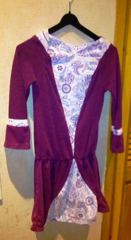 robe Musicale HLW8ans sur cintre