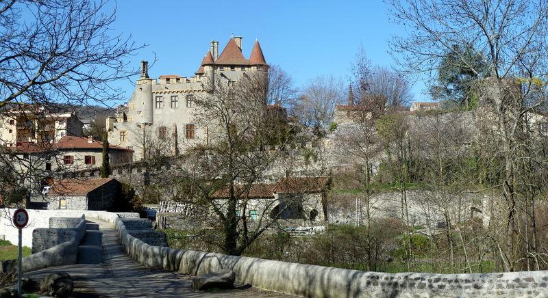 château de Murol (ou de la Tour fondue) et pont de la Monne à Saint Amant Tallende