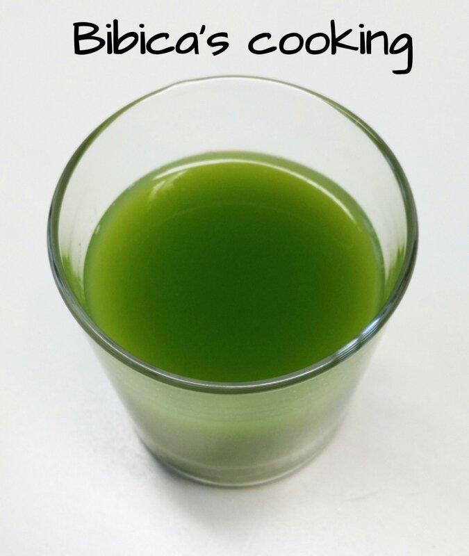 Jus vert détox à la pomme, au concombre, au gingembre et à la menthe haut