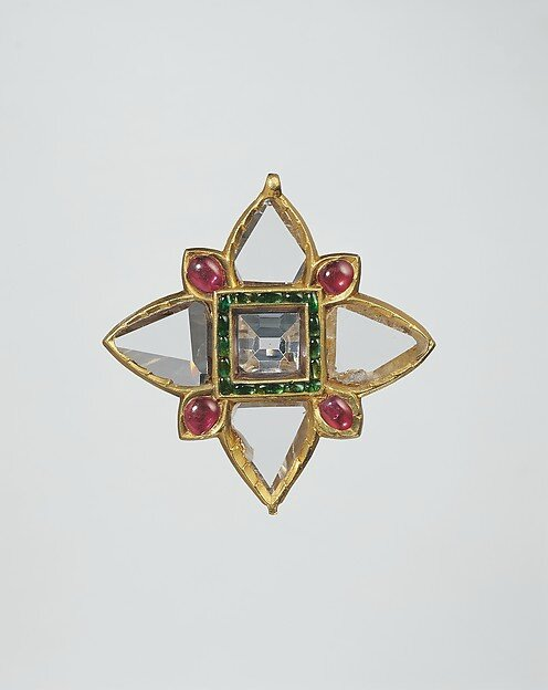 Islamic first half 17th century's jewelry at 'Sultans of Deccan India, 1500–1700: Opulence and Fantasy', MET