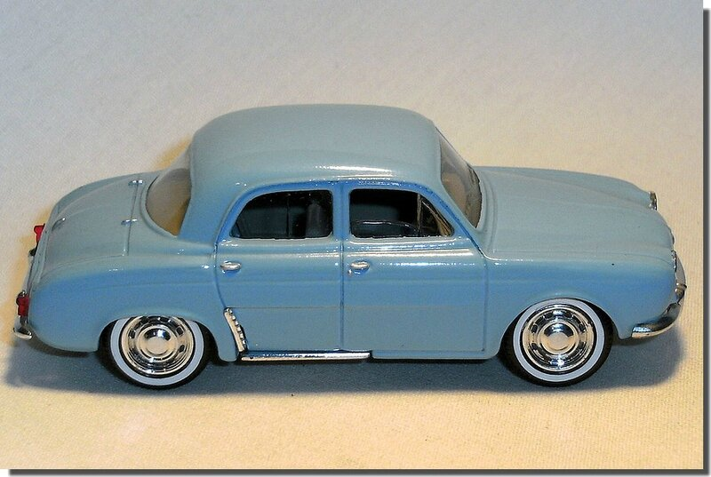 Renault Dauphine Bleue Solido A 4
