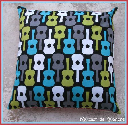 coussin face guitare