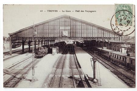 10 - TROYES - La gare - Hall des Voyageurs