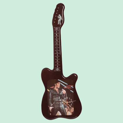 Elvis_Guitar_Shaped_Clock