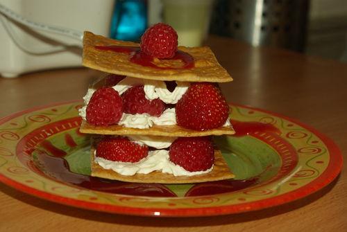 1mille-feuilles craquant aux fraises et framboises (3)