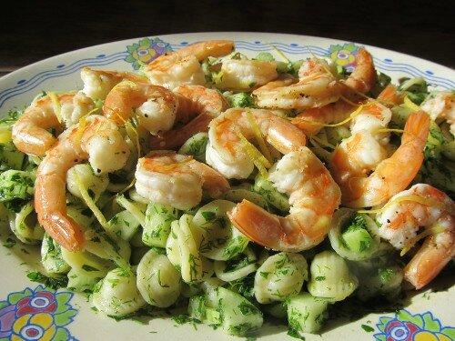 crevettes aux citrons et salade de p 226 tes aux herbes les festins du quotidien