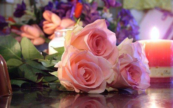 Si d'autres fleurs décorent .