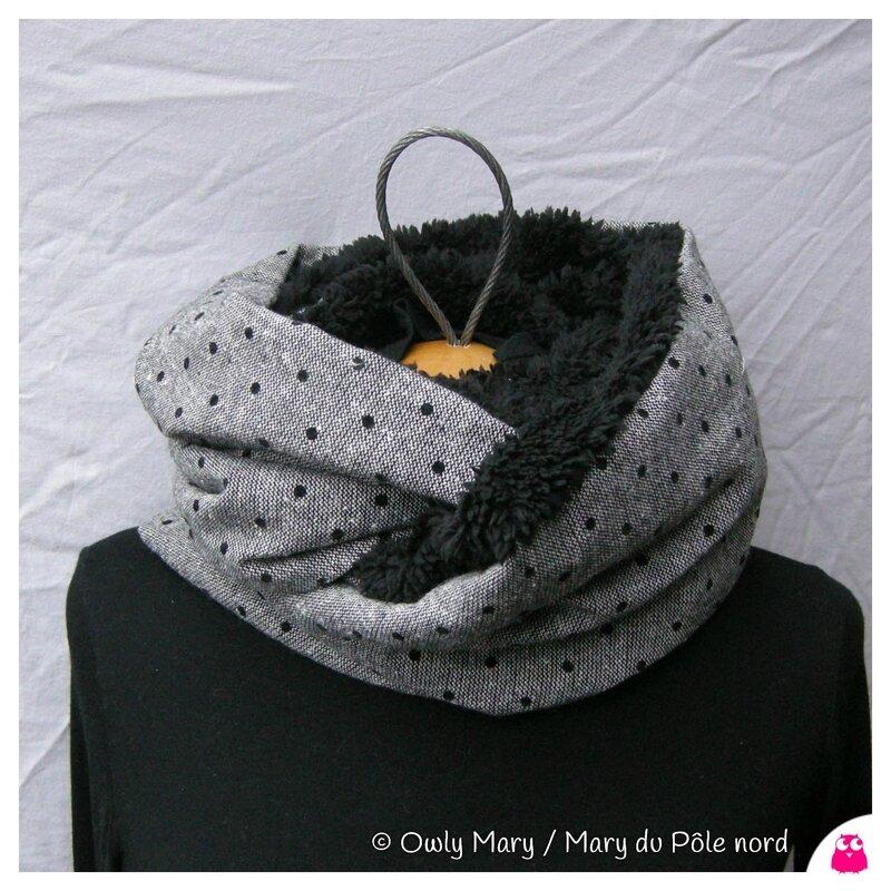 DSCN8373-owly-mary-du-pole-nord-snood-cache-col-cou-echarpe-foulard-automne-hiver-fait-main-lainage-chine-noir-plumetis-pois-double-polaire-mouton-noir