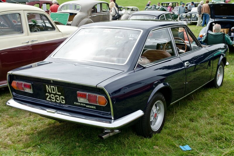 Fiat_124_Sport_Coupe_(1969)_(10275938553)