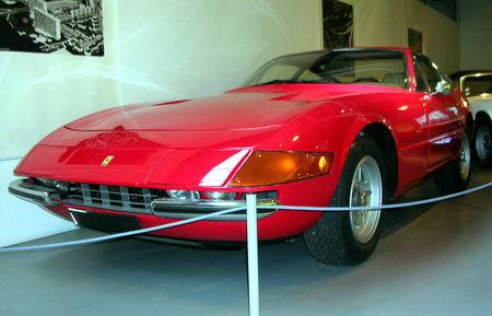 Ferrari_365_GTB_4_daytona_de_1971_01