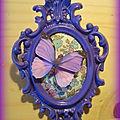 Médaillon baroque violet