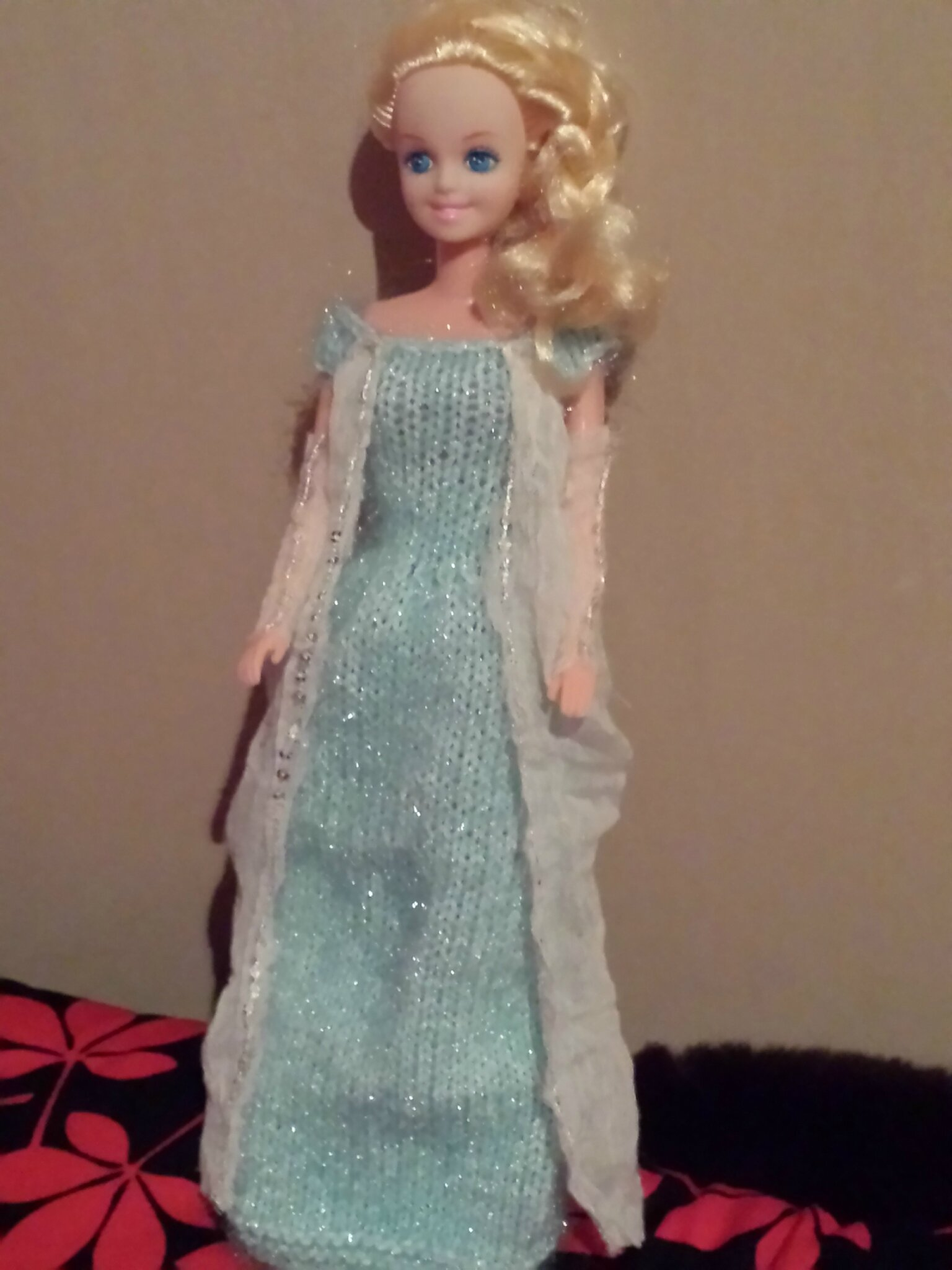 Cr as tricot pour poup e barbie reine des neiges lily - Barbie reine des neiges ...