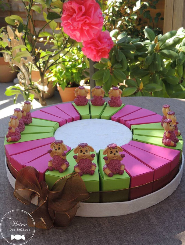 sujet enfant mouton thème animaux ferme part gateau dragées ballotin bapteme vert anis rose fuchsia