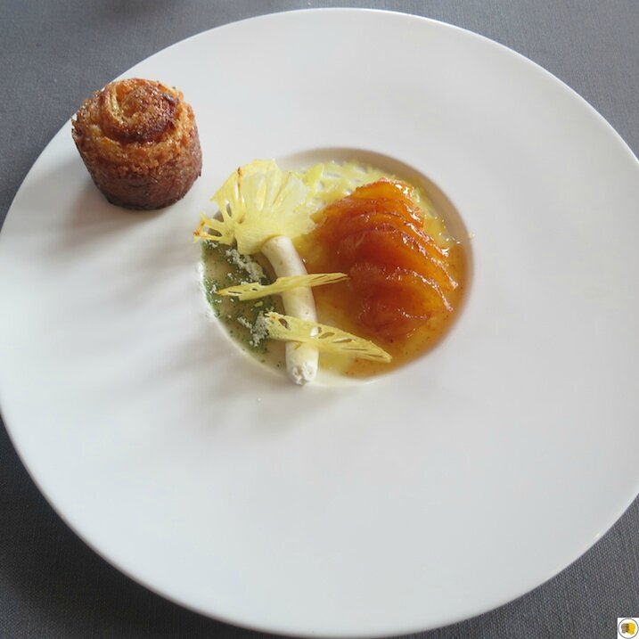 Ananas Victoria rôti au laurier, brioche feuilletée (1)
