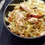 Wok de chou et poulet aux cacahuètes
