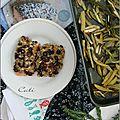 Saumon en crumble d'olive, sésame & pignons - salmon en crumble de aceituna, sesamo & piñones