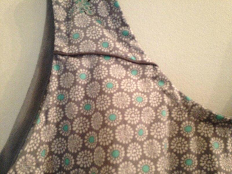 robe fleurs grises et vertes passepoil gris modele lucie de republique du chiffon 46 2
