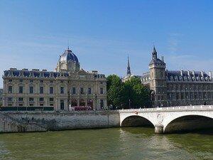 pont_neuf_et_vu_sur_rue_x700